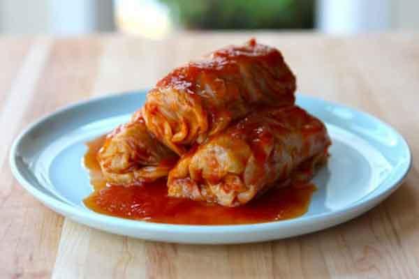Bắp cải cuộn thịt sốt cà chua, món ngon cho ngày đầu tuần