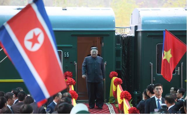 Chủ tịch Kim Jong Un đang đến Hà Nội