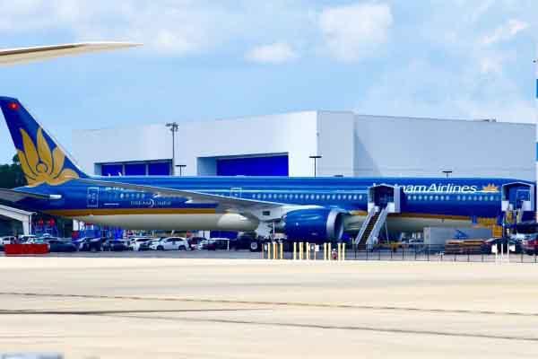 Cận cảnh quá trình lắp ráp, phun sơn tàu bay Boeing 787-10 của Vietnam Airlines