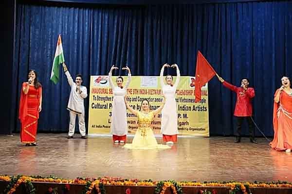 Thi viết về con người và đất nước Ấn Độ
