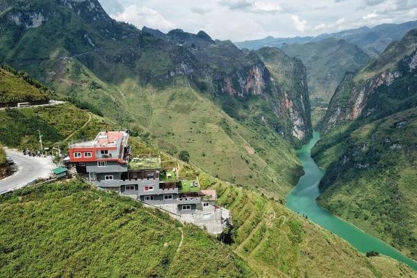 Truy tìm danh tính của chủ khách sạn trên đèo Mã Pí Lèng