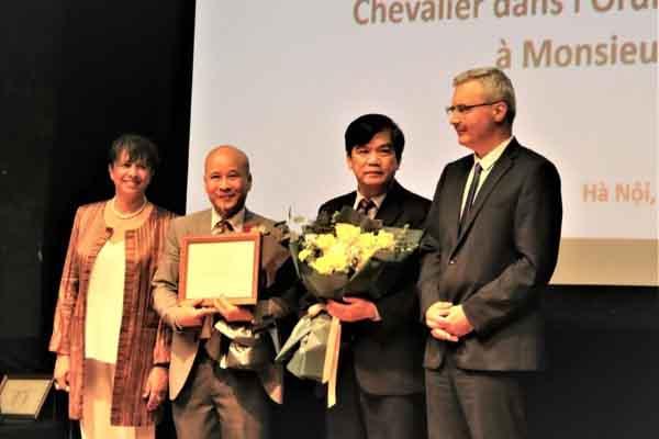Vinh danh hai công dân Việt Nam nhận Huân chương Hiệp sĩ Pháp