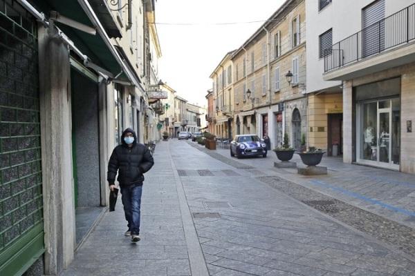 Italy đóng cửa 10 thị trấn vì dịch nCoV
