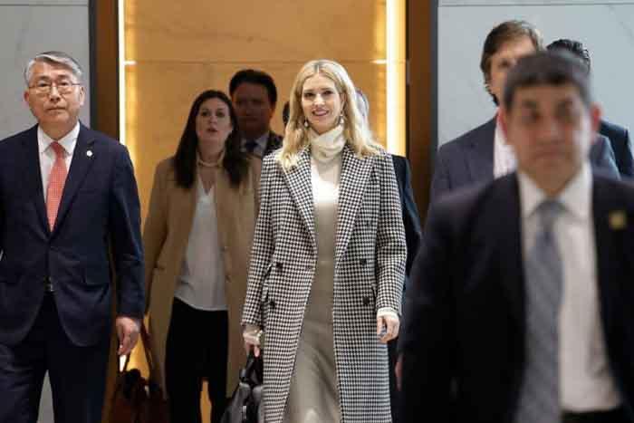 Ivanka Trump diện sành điệu khi đến châu Á