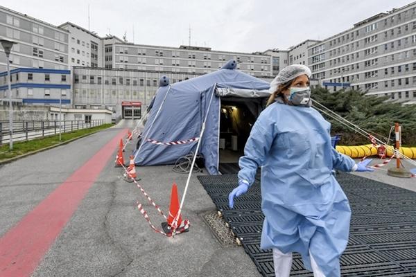 Italy báo động gần 500 ca tử vong/ngày vì dịch nCoV