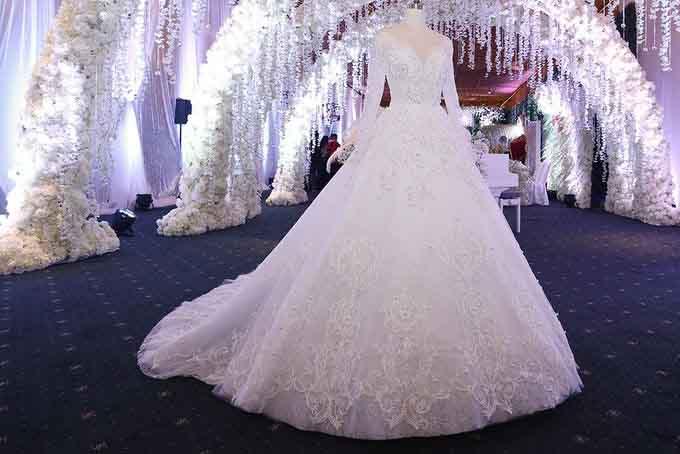 Những bộ váy cưới lộng lẫy của sao Việt