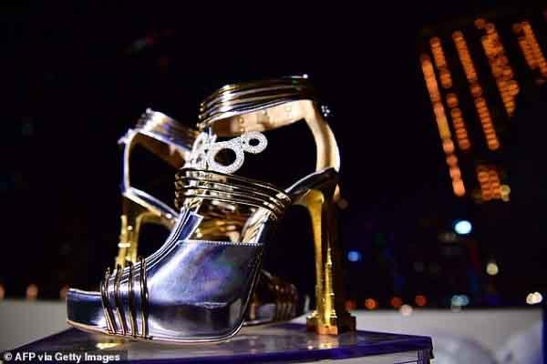 Ra mắt giày cao gót giá gần 20 triệu USD