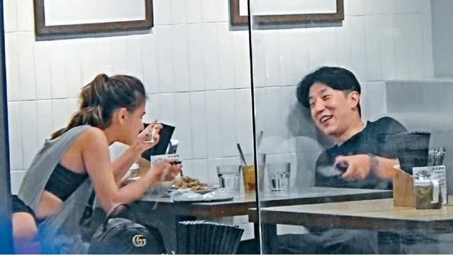 Con trai Thành Long hẹn hò con gái vua sòng bạc Macau