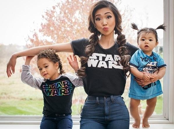 Chụp ảnh cùng con gái đáng yêu, hai mẹ con trở nên nổi tiếng
