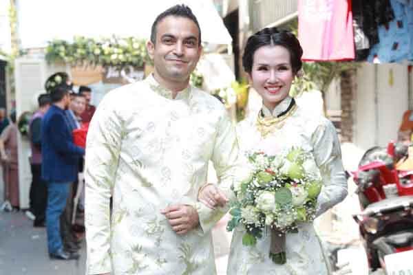Võ Hạ Trâm rạng ngời trong ngày cưới