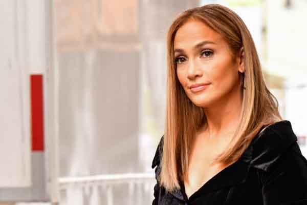 Jennifer Lopez và thử thách cai đường để sở hữu vòng eo tuyệt vời