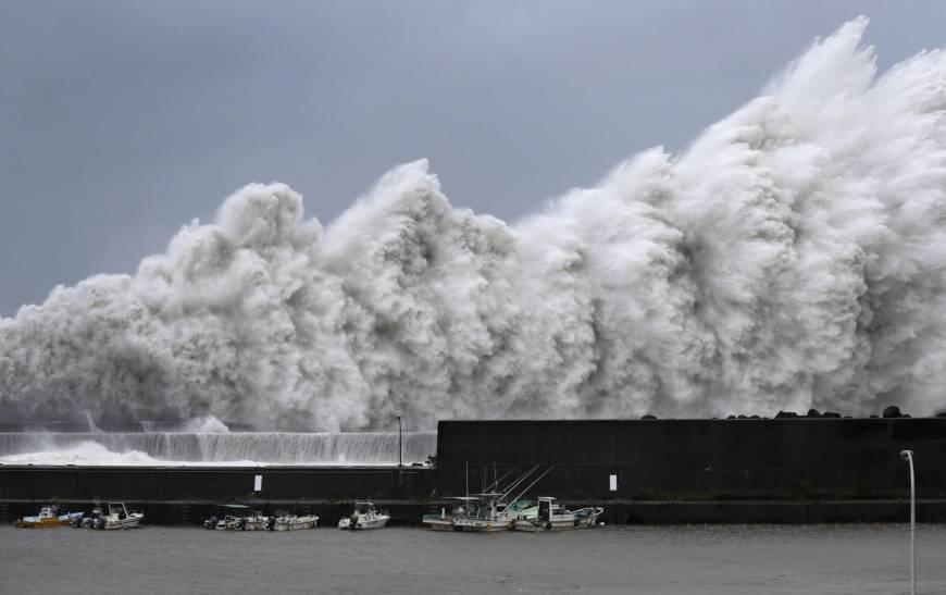 Nhật Bản lo lắng trước sức tàn phá của cơn bão mạnh nhất trong 25 năm