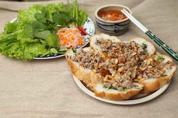 Bánh mì hấp thịt cho ngày cuối tuần ngán cơm