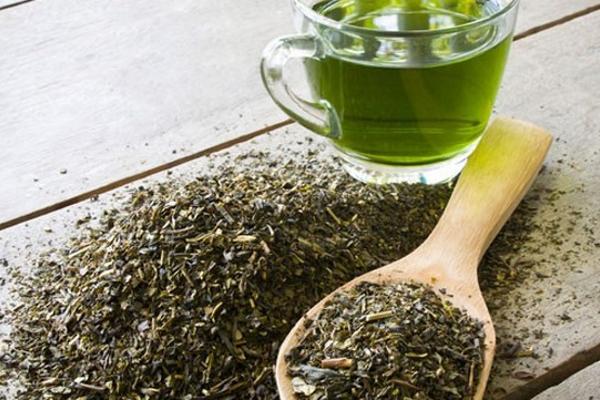4 công thức thanh lọc cơ thể giữ gìn vóc dáng với trà xanh