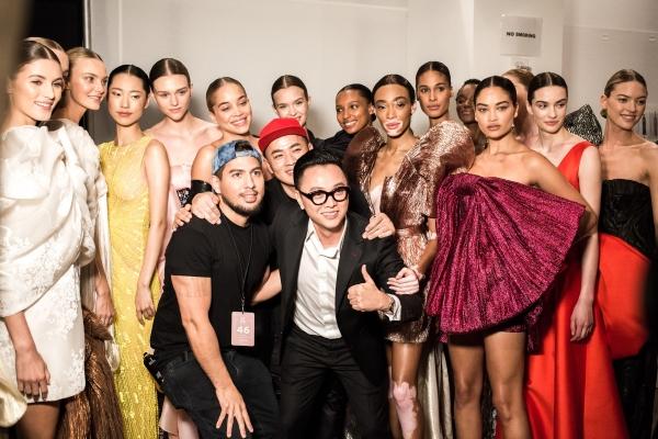 Dàn thiên thần của Victoria's Secret trình diễn show Công Trí ở New York
