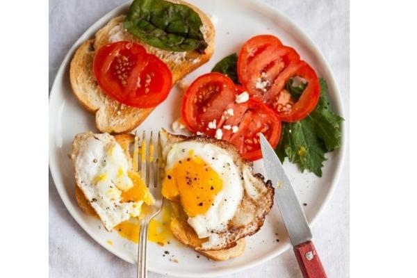 3 bí quyết làm trứng ốp la theo phong cách nhà hàng