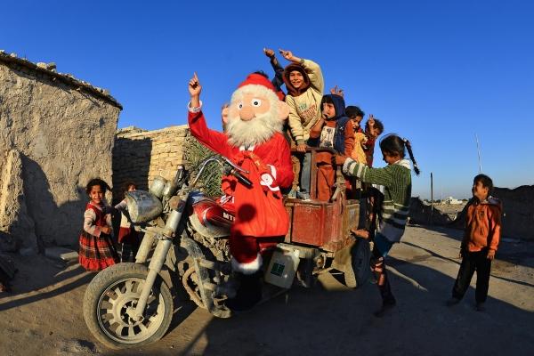 Chùm ảnh: Giáng sinh yên bình khắp thế giới