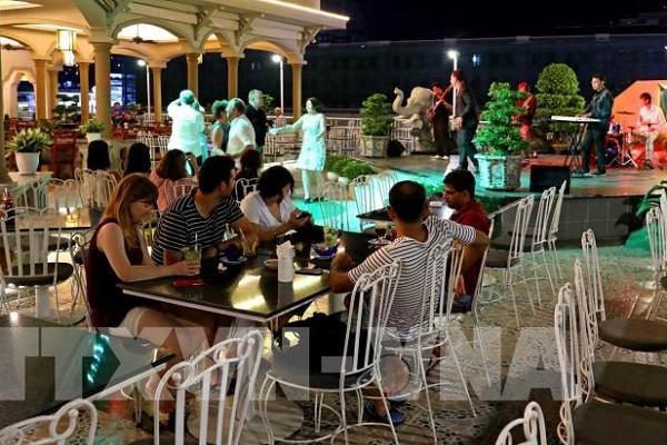 TP.HCM yêu cầu các cơ sở kinh doanh ăn uống giữ khoảng cách 1m giữa 2 khách