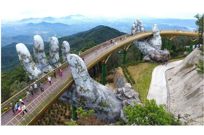 Cầu Vàng - Hình ảnh ấn tượng nhất trong tháng qua theo bình chọn của Reuters