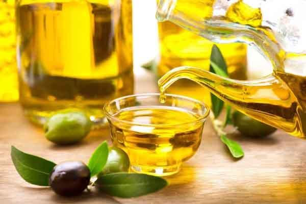 Dùng dầu olive trị sạch mụn với hai cách đơn giản