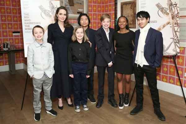 Phong cách thời trang sành điệu của 6 nhóc tì nhà Angelina Jolie