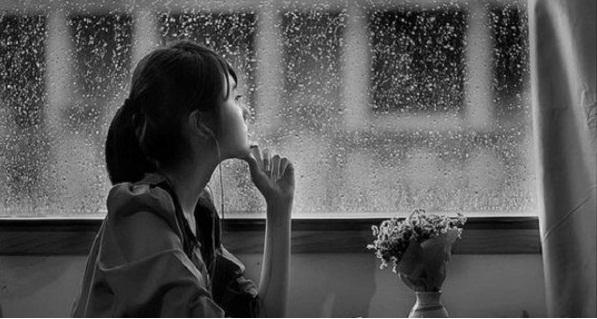 """Nghe """"Cô gái đến từ hôm qua"""" trong một ngày mưa"""