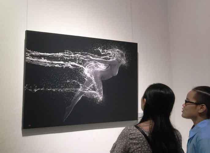 Ngắm loạt ảnh nghệ thuật tại triển lãm nude đầu tiên ở Hà Nội