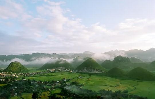 Lang thang cùng mây trắng trời xanh
