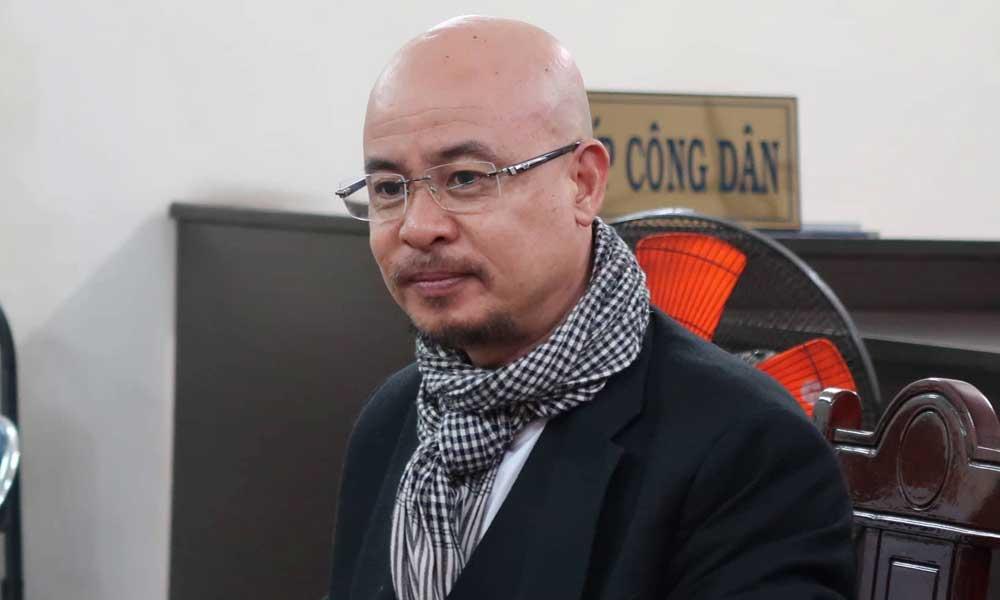 Ông Đặng Lê Nguyên Vũ tươi tỉnh tham dự phiên tòa ly hôn