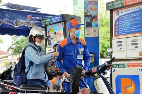 Giá xăng giảm nhỏ giọt 90-192 đồng/lít từ 15g chiều nay