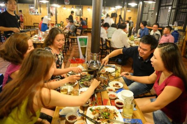 Từ 18g hôm nay, các nhà hàng, quán ăn tại TP.HCM dừng hoạt động