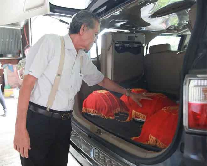 Gia đình Trường Giang mang sính lễ đến nhà cô dâu Nhã Phương