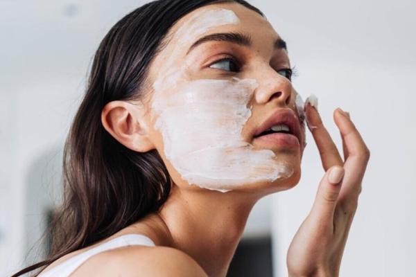7 cách giúp bạn giữ làn da ẩm mịn quanh năm