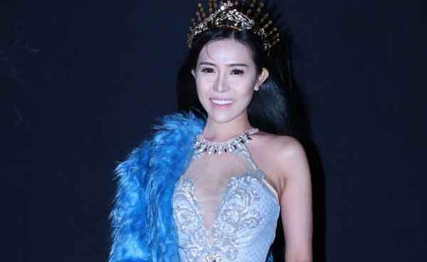 Á hậu Phan Quỳnh Ngân lần đầu trình diễn Duyên dáng Việt Nam 29