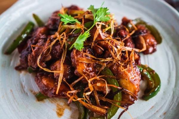 Bí quyết làm món gà chiên xào cay ngọt kiểu Trung Hoa vô cùng thú vị