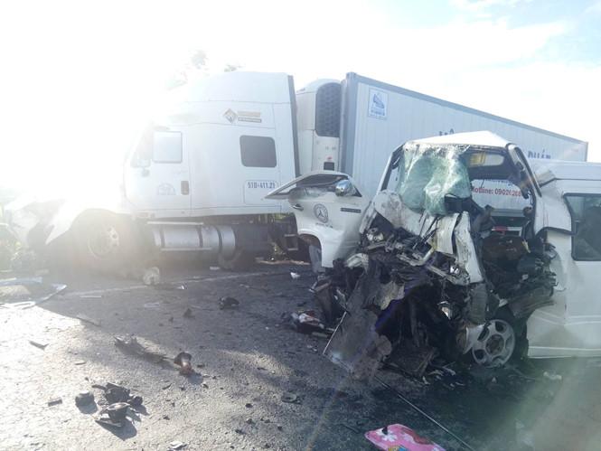 Quảng Nam: Tai nạn giao thông kinh hoàng, ít nhất 13 người tử vong