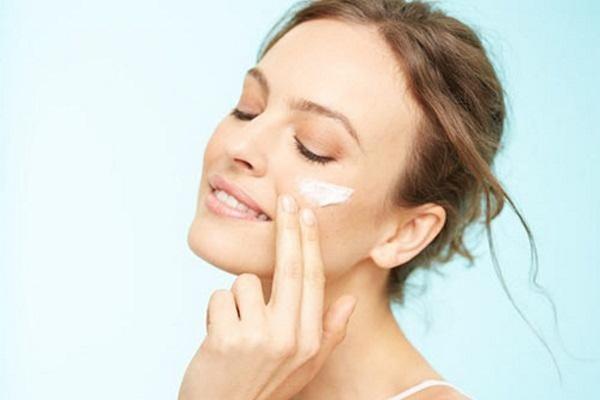 4 dấu hiệu cho thấy da mặt đang thiếu độ ẩm trầm trọng
