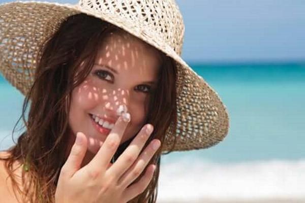 Bảo vệ da ngày hè chỉ với vài bước đơn giản
