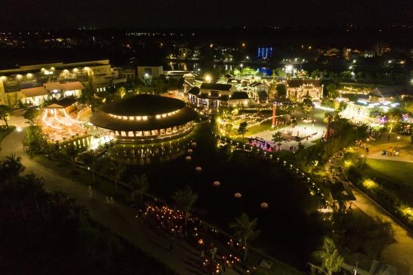 Đài sen tại Công viên Ấn tượng Hội An được thắp sáng mùa Vu Lan