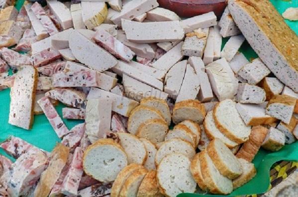 Mẹt bánh mì Cụ Lý lâu đời ở Sài Gòn