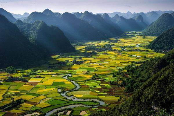 10 vùng đất màu sắc nhất thế giới
