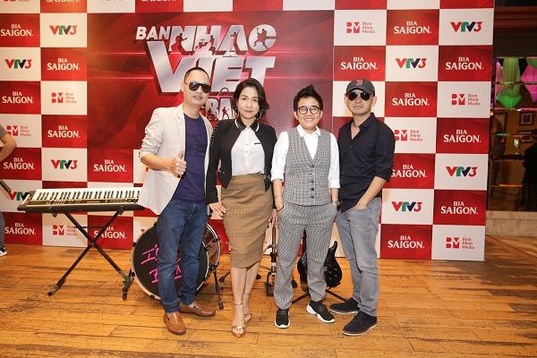 Ca sĩ Phương Uyên - Nhạc sĩ Đức Trí làm giám khảo cuộc thi Ban nhạc Việt 2017