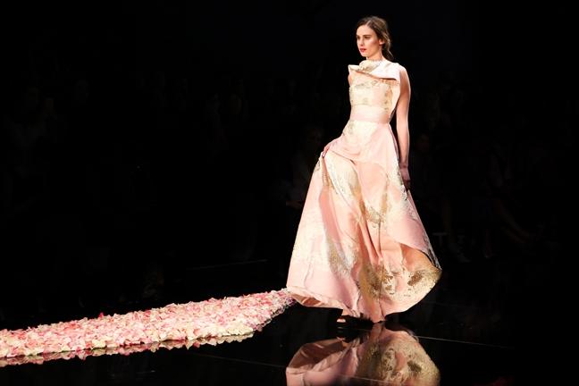 NTK Việt Nam duy nhất mở màn tuần lễ thời trang tại Canada