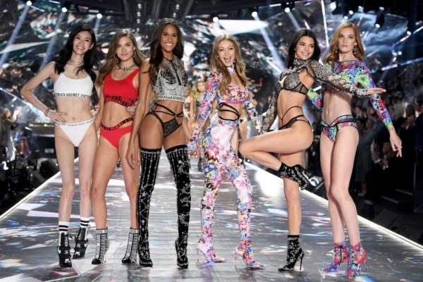Siêu mẫu Shanina Shaik tiết lộ Victoria's Secret 2019 sẽ bị hủy bỏ