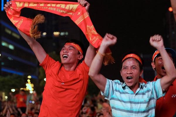 Không khí náo nhiệt khi đội tuyển bóng đá Việt Nam chiến thắng UAE