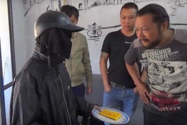 Clip 'giải mã ăn mày mặt đen' tại Hà Nội là sản phẩm dàn dựng câu view