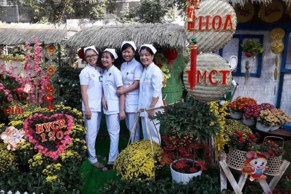 Độc đáo đường hoa Tết tại Bệnh viện Chợ Rẫy