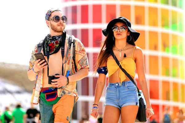 Coachella 2018 lăng xê xu hướng khăn turban quàng cổ