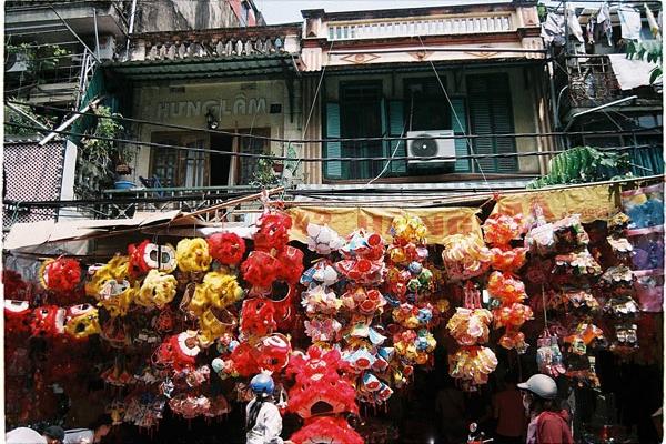 """Độc đáo những """"con phố Trung thu"""" ở Hà Nội"""