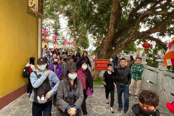 Mọi người đến chùa phải đeo khẩu trang phòng dịch nCoV